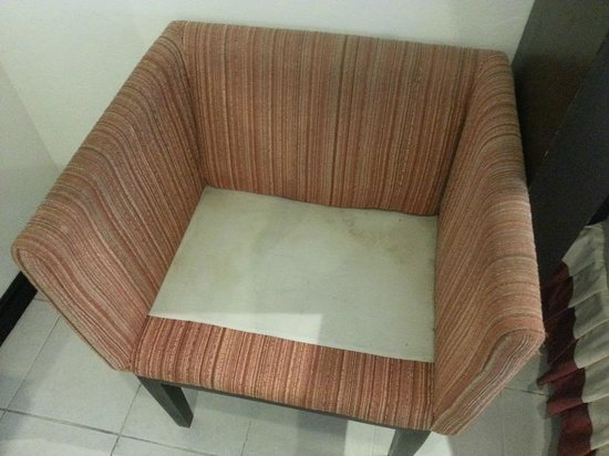 Royal Orchid Resort: Chairs in the room