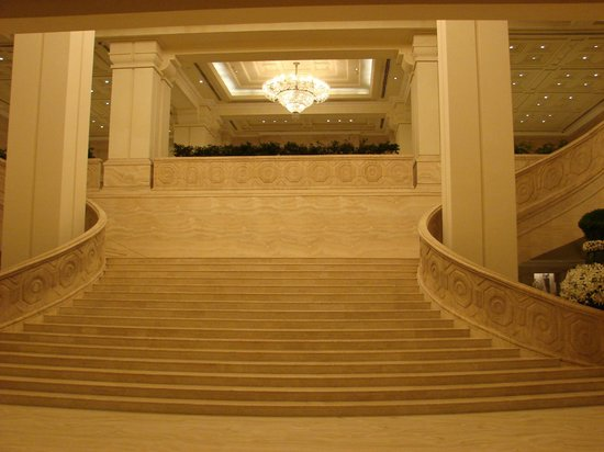 Great Stair On The Main Lobby Picture Of Itc Grand Chola Chennai A Luxury Collection Hotel