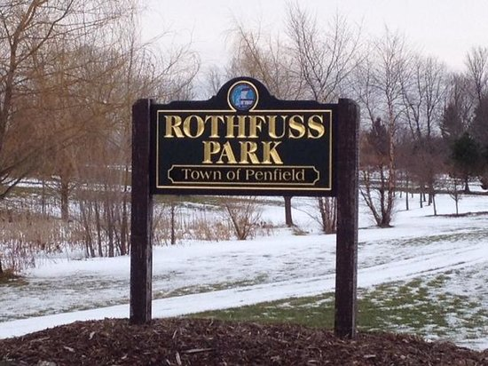 Penfield, NY: Front of park sign