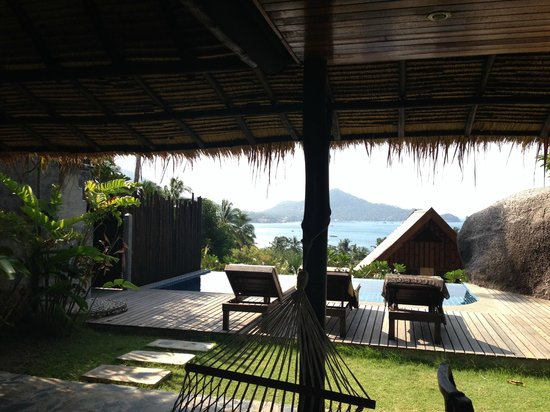 Koh Tao Heights Boutique Villas: Terrace with table / chairs and hammock