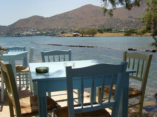 Kanali Restaurant: Table by the sea