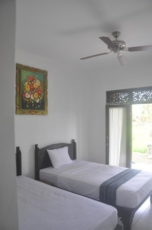 Bening Bungalow is a beautiful hotel with panoramic views of the rice fields to the main display