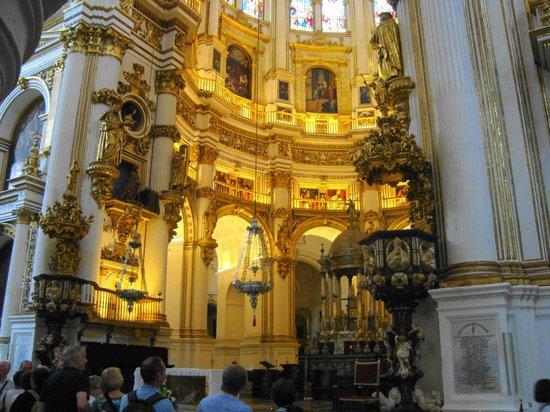 Catedral y Capilla Real: Altar y pulpito