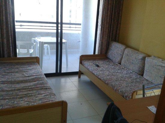 Apartamentos Luxmar: Living room