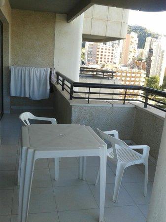 Apartamentos Luxmar: Large balcony (one half)