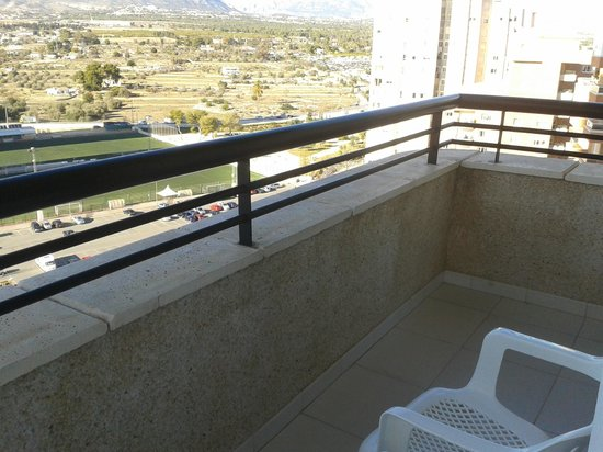 Apartamentos Luxmar: Another part of balcony, looking towards mountains.