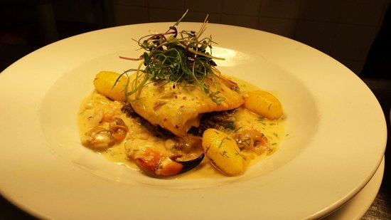 Gallagher's: Baked fillets of brill, on a button mushroom duxelle, with saffon and dill potatos, and a creamy