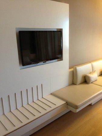 Pullman Brussels Centre Midi Hotel : Grote TV met veel keuze an kanalen