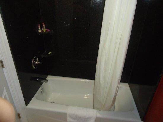 Hollywood City Inn: Banheiro