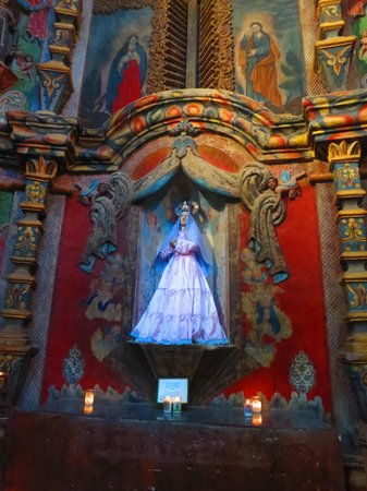 Mission San Xavier del Bac : Interior of church