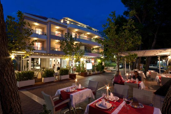 The Maritimo Hotel: By night