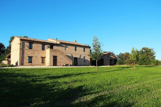 Casa montelipa foto di fattoria forano appignano for Foto di fattoria moderna