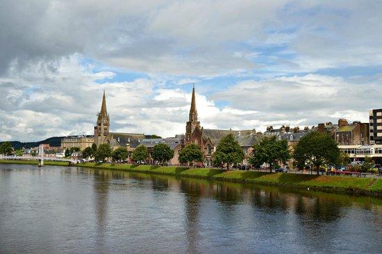St. Andrews Cathedral: Vista desde el rio