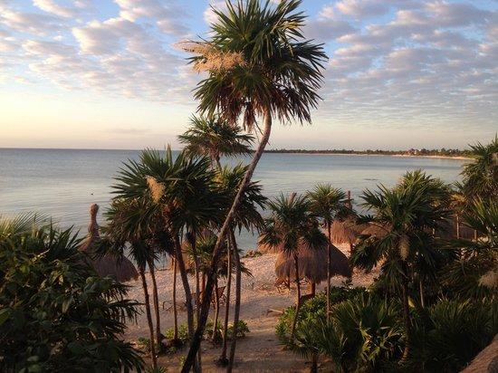 Hotel Jashita: view over the balcony to the beach