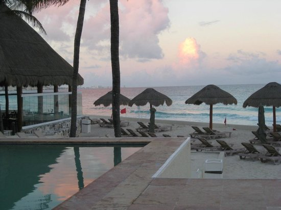The Westin Resort & Spa, Cancun: Tranquil sunset at the sea