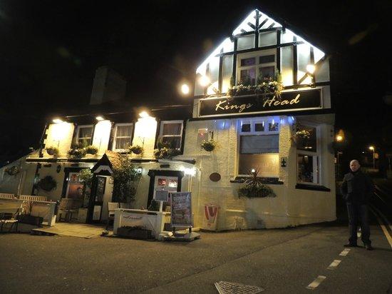 Kings Head Pub : Pub by night