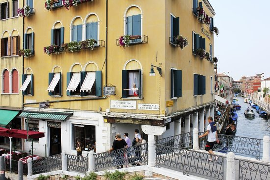 Arlecchino Hotel : фасад отеля