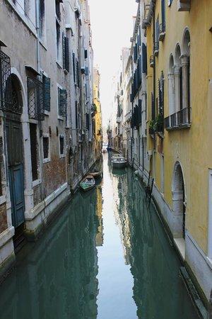 Arlecchino Hotel : улочки венеции