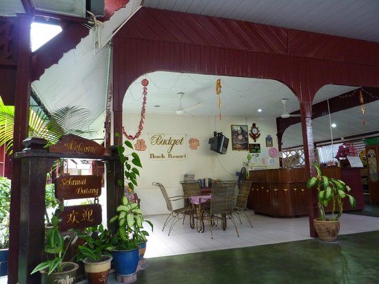Budget Beach Resort: the lobby