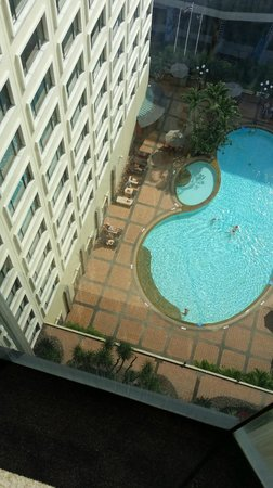 Novotel Bangkok on Siam Square : Pool view from Top floor by the lift