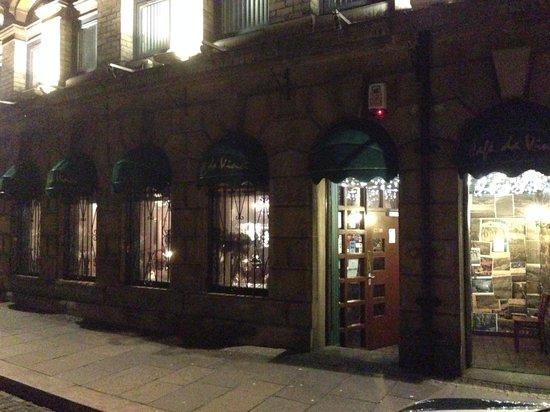 Outside cafe da Vinci