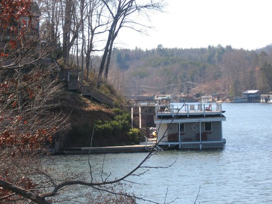 The Lodge on Lake Lure : Down on their dock