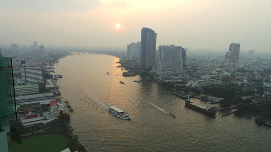 Chatrium Hotel Riverside Bangkok : sun going down
