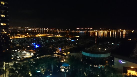Marriott Marquis San Diego Marina: night view of the Bay from terrace