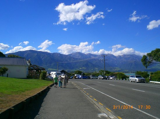 Kaikoura Helicopters: Off to the pub fir a sundowner in Kaikoura
