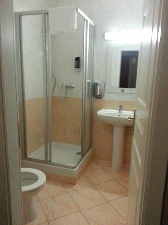 Palac U Kocku: bathroom