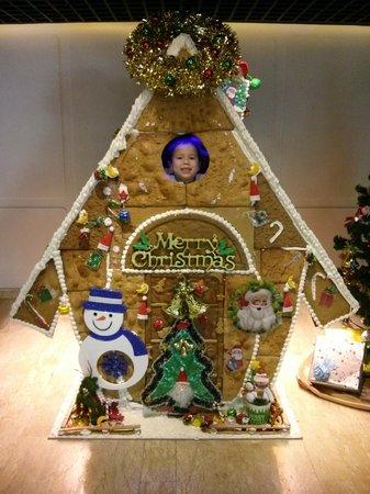 DoubleTree by Hilton Sukhumvit Bangkok: Gingerbread house