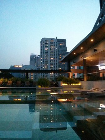 DoubleTree by Hilton Sukhumvit Bangkok: Poolview