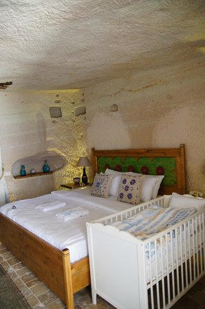 Azure Cave Suites : Our room