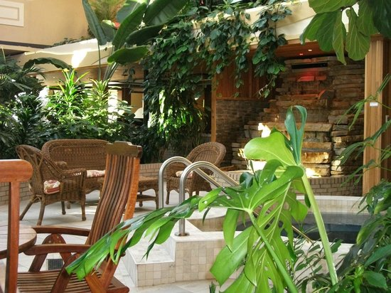 Hotel L'Oiseliere - Montmagny : Spa et aménagement tropical, Atrium, Hôtel L'Oiselière