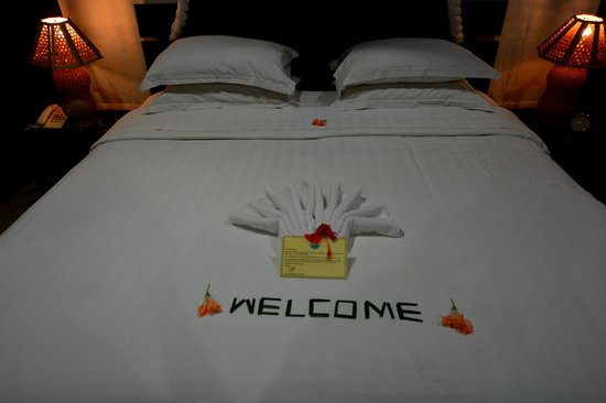 Lembeh Resort: Welcome Bed
