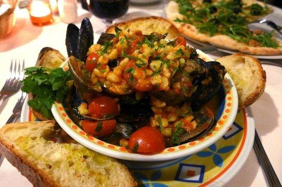 Fertilia, Italien: Fregola ai frutti di mare