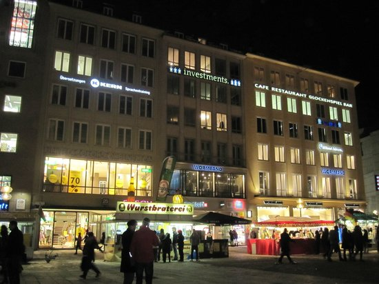 So much to see in Marienplatz... even at night