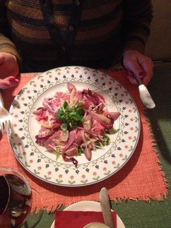 """Al Capriolo: Carpaccio di manzo gallinelle, parmigiano e """"rampuzzoli""""."""