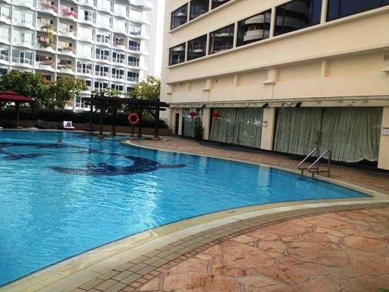 Furama RiverFront : The Poolside