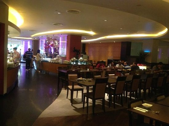 Furama RiverFront : Inside the Dining