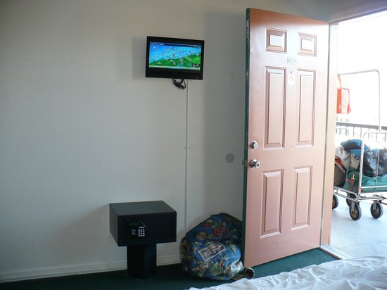 Creekstone Inn: Tiny flatscreen in BR! lol!