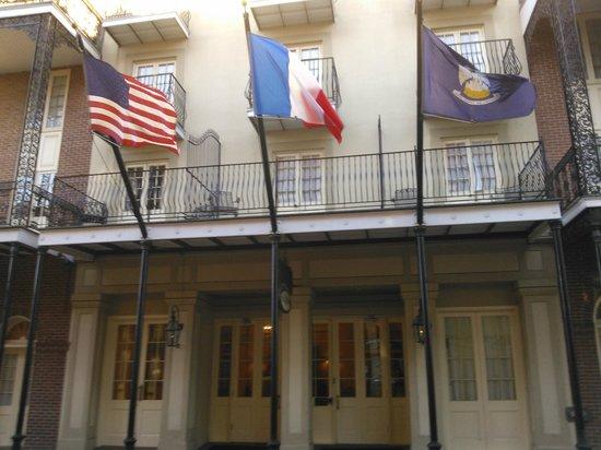 Hotel St. Marie : frente do hotel com varandas
