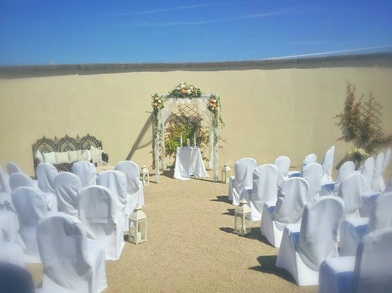 Clonabreany House: Courtyard Ceremony