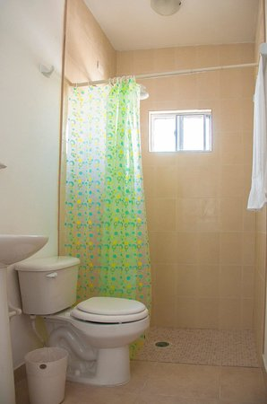 Hotel Bugambilias: Baño