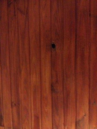 Posada del Rio: Buraco no teto