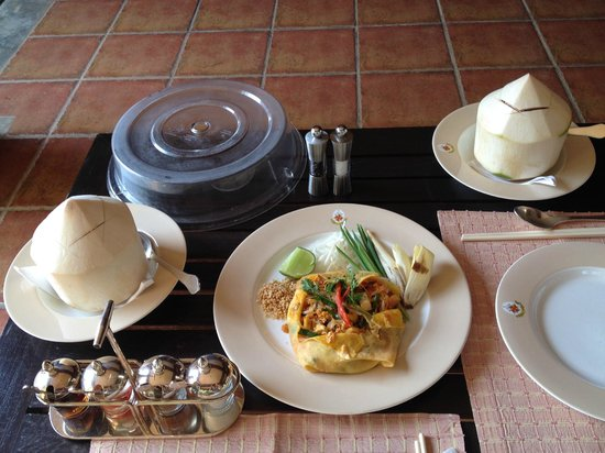 The Dhara Dhevi Chiang Mai: Phad Thai - a lunch snack ordered to our villa