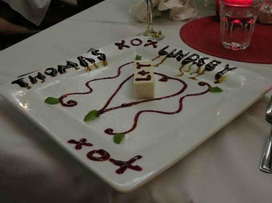 Paparazzi Pizzeria & Bar : Our special desert!