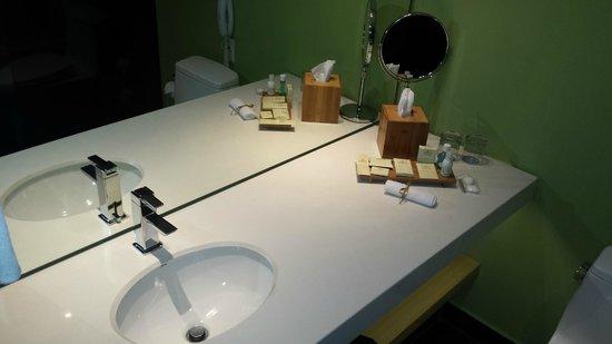 Sonesta Hotel Bogota: Banheiro muito limpo.