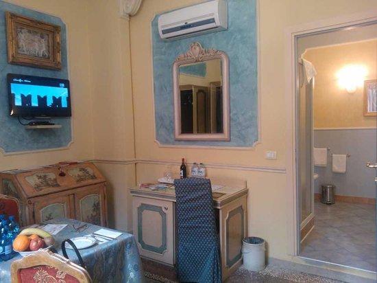 Antica Residenza d'Azeglio : camera bleu
