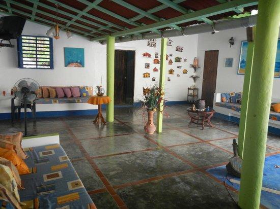 Posada Dona Carmen: Sala de estar na entrada
